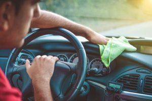 почистване на кола с етерични масла