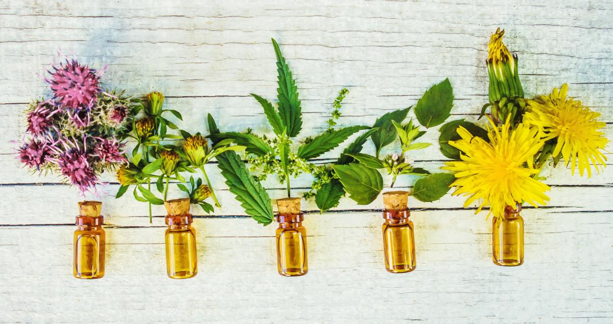 Етерични масла с естествена слънцезащита и фактор