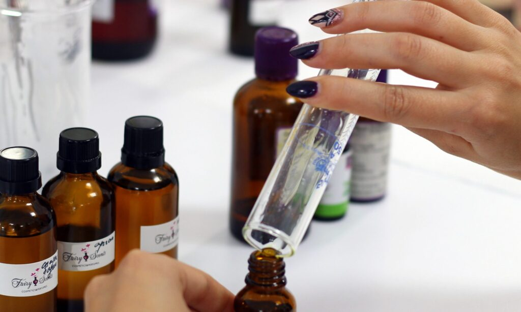 Ароматни масла в ритуал срещу негативна енергия